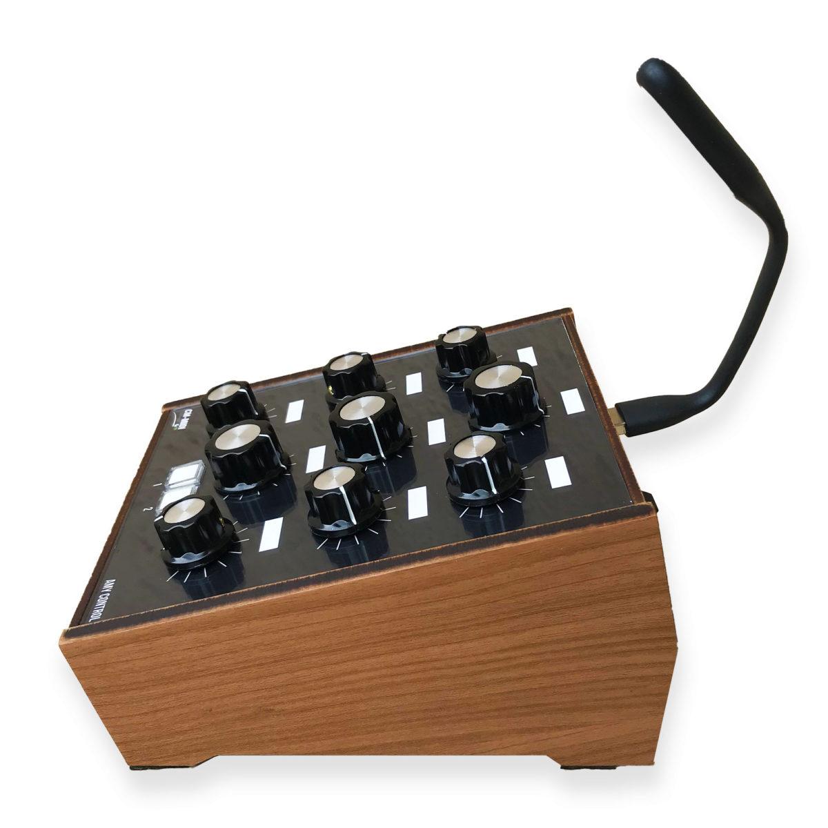 Amy Control-Synth - Controlador Midi USB para Plugins